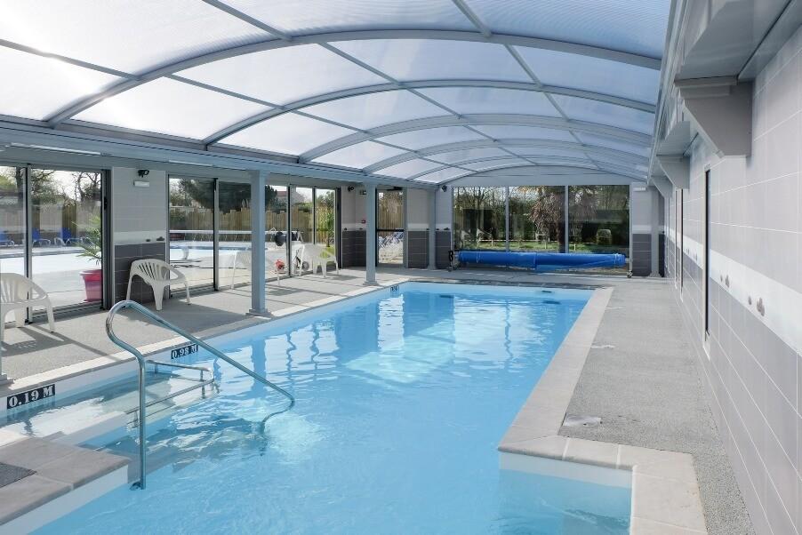 piscine couverte bois de c n b tisseurs challandais constructeur de maison en vend e. Black Bedroom Furniture Sets. Home Design Ideas